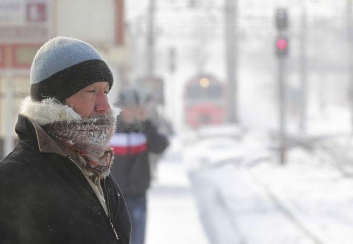 Moscú vivió del sábado al domingo la noche más fría del invierno con 23 grados bajo cero. (EFE)