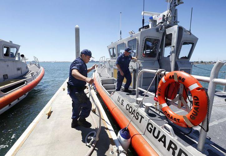 La Guardia Costera de EE.UU detiene  lancha mexicana en Texas (La Opinión)