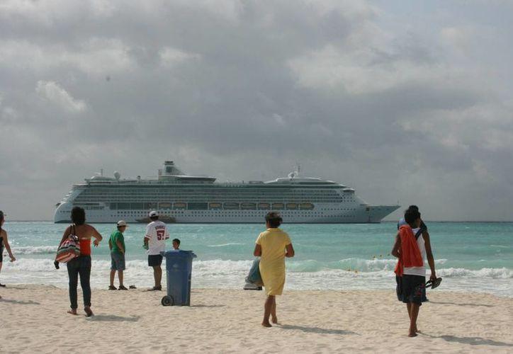 La administración del municipio de Solidaridad, al que pertenece Playa del Carmen, busca la forma de impulsar el turismo de cruceros. (Adrián Barreto/SIPSE)