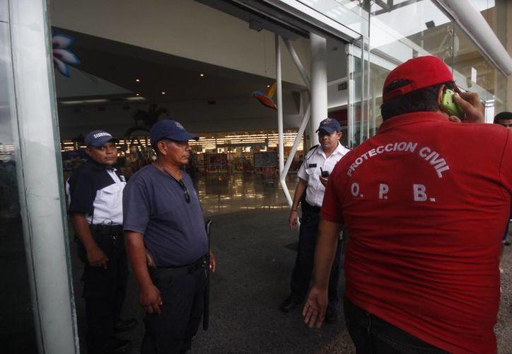 Reabren plaza comercial, después de que el representante legal pagará la multa de 60 mil pesos. (Archivo/SIPSE)