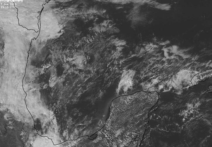 El frente frío 25 prácticamente sobre la Península de Yucatán. (Conagua)