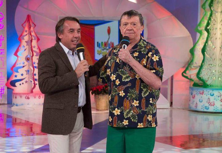 Según 'Chabelo', tan solo falta el 'sí' de Emilio Azcárraga Jean (izq.) para que el nuevo programa infantil salga al aire en Televisa. La imagen corresponde al último programa de En Familia'. (Archivo/NTX)
