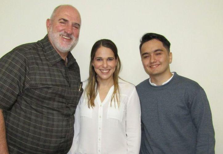 Pedro Luis Grasa Soler, María Pamela González Tamayo y un estudiante del Tec de Monterrey. (Novedades Yucatán)