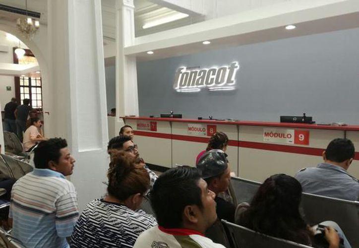 El Infonacot ofrece programas como Crédito en Efectivo, Crédito Mujer FONACOT; los programas de Apoyo a Damnificados, Viajemos Todos por México, entre otros. (Redacción)