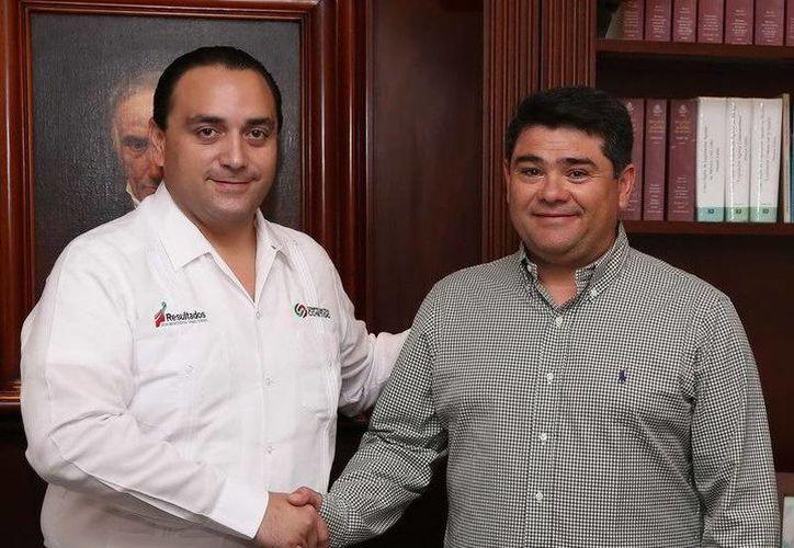 El gobernador del estado, Roberto Borge Angulo; y el nuevo titular de la Secretaría Ejecutiva de Seguridad, Iván Hoyos Peraza. (Redacción/SIPSE)