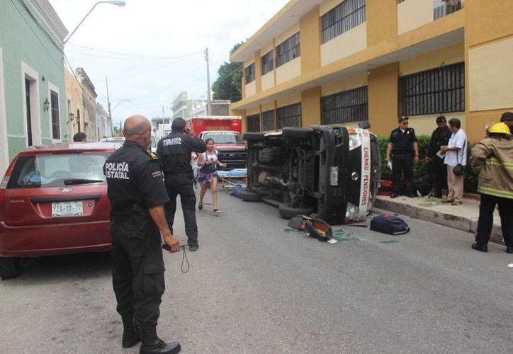 Un accidente entre dos unidades de transporte urbano de pasajeros, en Mérida, dejó saldo de seis heridos. (Policía de Mérida)