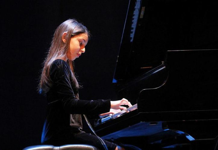 Valeria Liebman, la artista mexicana más joven en tocar con una orquesta en Bellas Artes, debutó el año pasado en el Carnegie Hall de Nueva York. (Notimex)