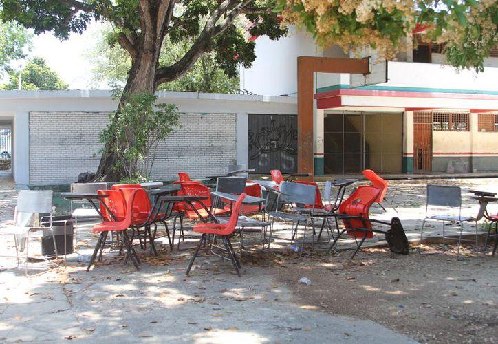 Cuatro aulas de los municipios de Puerto Morelos, José María Morelos y Othón P. Blanco serán demolidas por seguridad. (Joel Zamora/SIPSE)