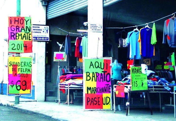 El gran número de ofertas atrae a los consumidores yucatecos. (José Acosta/SIPSE)