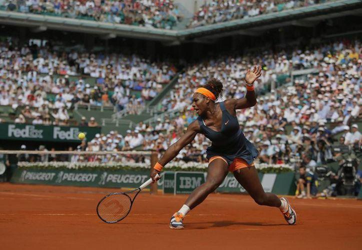 La potente Serena Williams amplió su récord sobre Sharapova a 14-2. (Agencias)