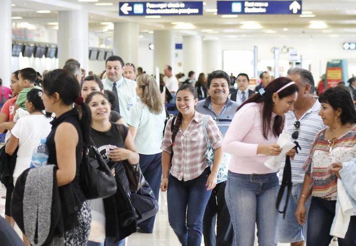 El año pasado arribó en el aeropuerto más de cuatro millones de pasajeros. (Israel Leal/SIPSE)