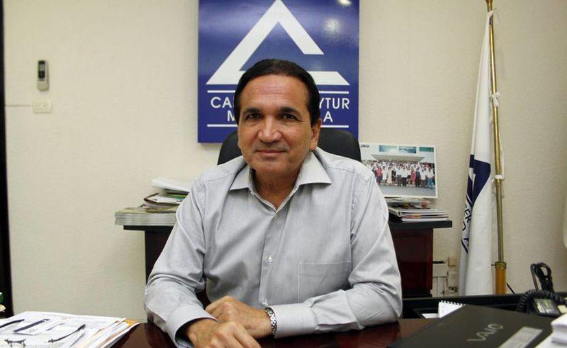 """José Manuel López Campos, presidente de la CANACO Mérida, invitó a los """"suertudos"""" a pasar por su premio. (Milenio Novedades)"""