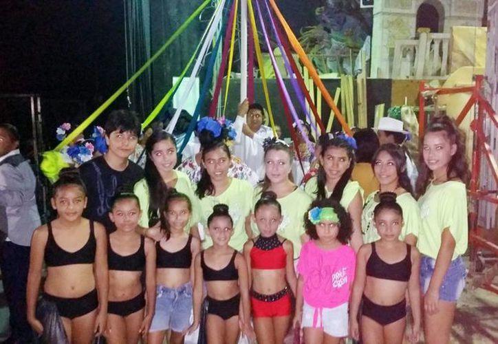 Niños de grupos de danza participaron en los festejos. (Milenio Novedades)