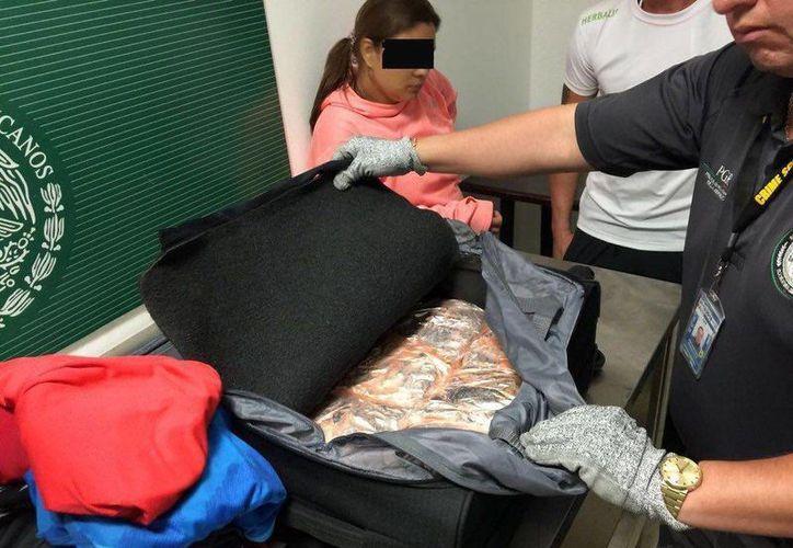 Los detenidos en el Aeropuerto Internacional de Cancún, son un hombre y una mujer. (Redacción/SIPSE)