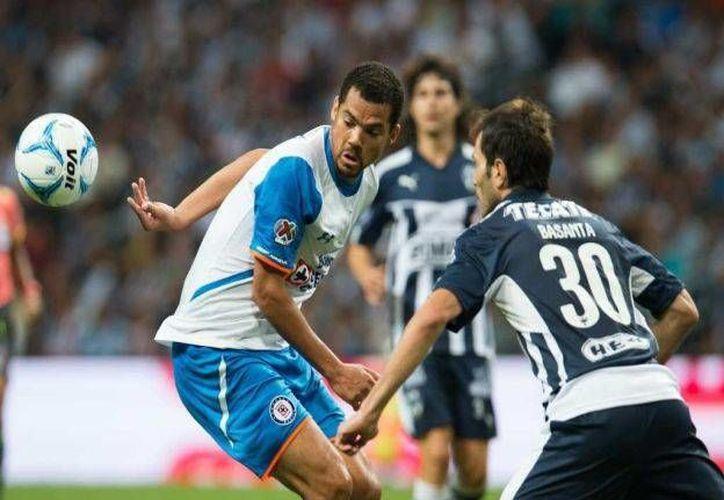 El Monterrey empató en calidad de local, uno por uno contra Cruz Azul, que lleva cinco partidos sin victoria, esta noche en el Estadio BBVA Bancomer.  (Mexsport)