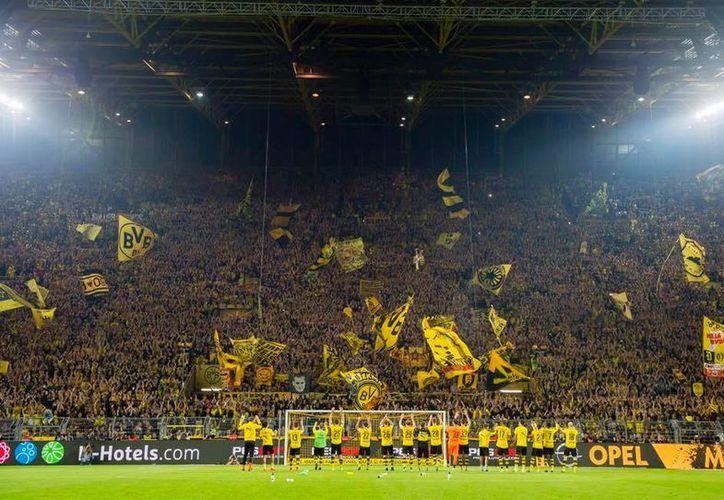 El Borussia Dortmund alemán mostró su apoyo incondicional a México, luego del anuncio del  presidente de EU sobre la construcción del muro.(Foto tomada de Facebook/Borussia Dortmund)