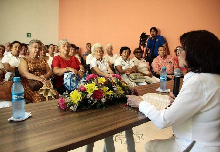 Beatriz Espejo habló sobre mitos y realidades del llamado 'Siervo de la Nación', José María Morelos, durante una conferencia en Mérida. (Jorge Acosta/SIPSE)