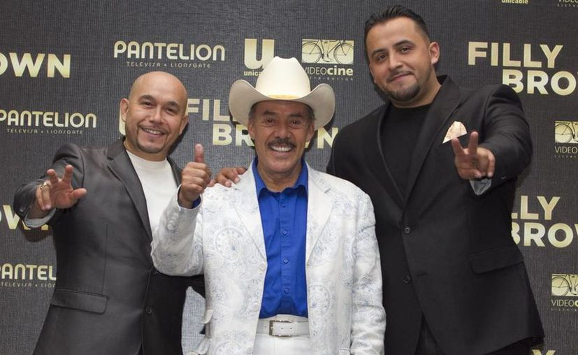 Pedro Rivera, padre de la cantante, y sus hijos comentaron que gracias al apoyo del público estos proyectos pueden ver la luz. (Notimex)