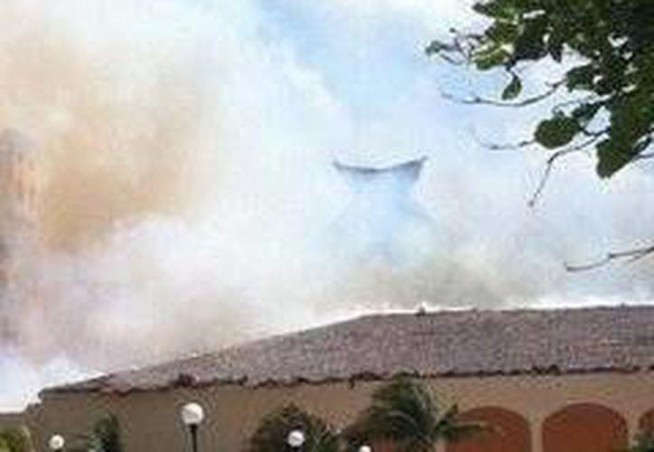 Imagen del incendio suscitado en el hotel Fiesta Americana Condesa. (Cortesía: Bruno Ostos)