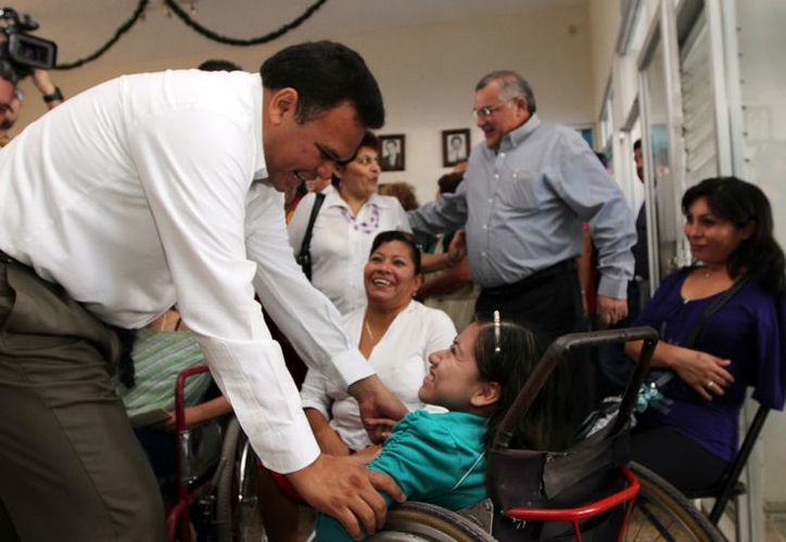 Rolando Zapata Bello saludó a los ciudadanos. (Milenio Novedades)