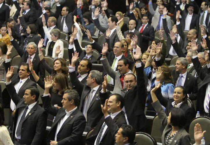 Los legisladores emitirán pronunciamientos que no serán escuchados por Peña Nieto ni Calderón. (Notimex)
