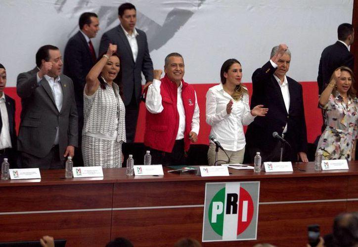Las propuestas de gobierno de los candidatos seguirán siendo el eje de las campañas del PRI, dijo Manlio Fabio Beltrones Rivera. (Notimex)