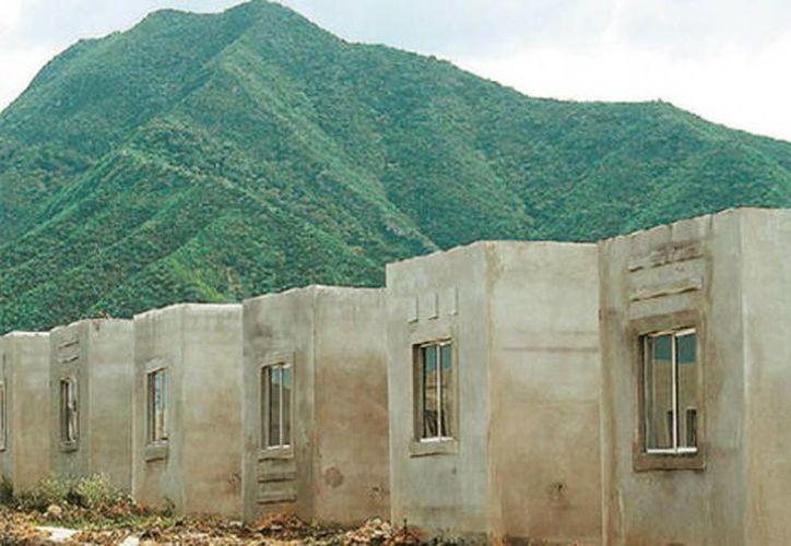 El director del Infonavit, David Penchyna, dijo que hay 100 mil viviendas abandonadas en el país. (Milenio Novedades)