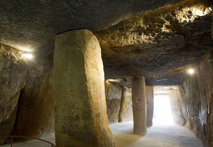 Vista interior del dólmen de Menga perteneciente al Conjunto Arqueológico Dólmenes de Antequera (Menga, Viera y el Romeral) en Málaga, candidato al Patrimonio Mundial de la Unesco. (EFE/Archivo)