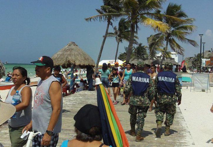 Elementos de la Armada de México y de la SSP mantuvieron un patrullaje constante por las principales zonas turísticas progreseñas. (Manuel Pool/SIPSE)