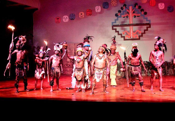 El grupo Truenos del Dios de la Lluvia, se adjudicó el primer lugar en la edición número uno del festival sobre la cultura maya.  (Foto: David De la Fuente / SIPSE)