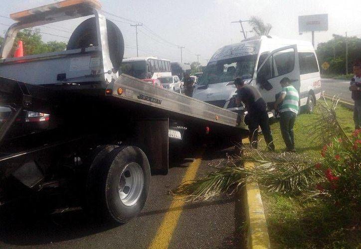 Tras el accidente, el tránsito se congestionó del kilómetro 306 al puente que está a la altura del hotel Moon Palace. (Redacción/SIPSE)