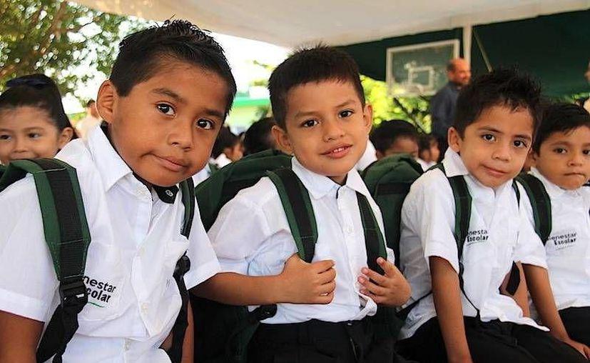 En septiembre el Gobierno saliente hará entrega de los apoyos de uniformes y zapatos a los niños yucatecos.  (Milenio Novedades)
