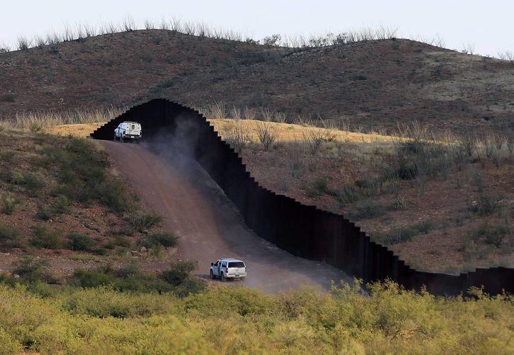 Una valla metálica adicional de más de mil kilómetros sería construida. (Archivo/Agencias)