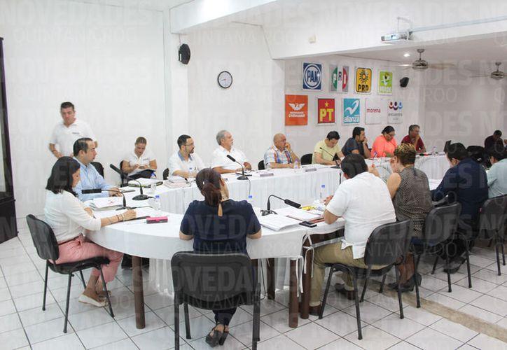 Durante la sesión, los representantes de Morena y PES se lanzaron descalificaciones. (Joel Zamora/SIPSE)