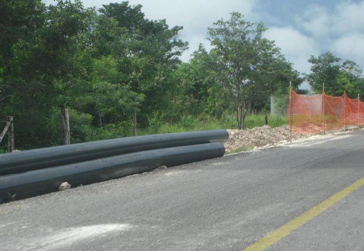 La instalación de la red de distribución de agua potable deberá concluir la próxima semana. (Javier Ortiz/SIPSE)