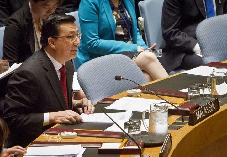 El ministro de Transporte de Malasia, Liow Tiong Lai, habla en la ONU antes de votar sobre la creación de un tribunal que investigara la desaparición del vuelo HM17 de Malaysia Airlines, ocurrido el 8 de marzo de 2014. (AP)
