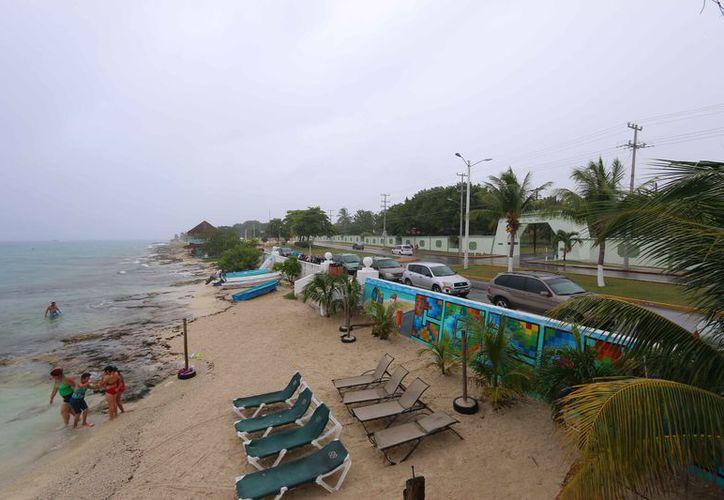 El mal clima alejó a los turistas de las playas. (Gustavo Villegas/SIPSE)