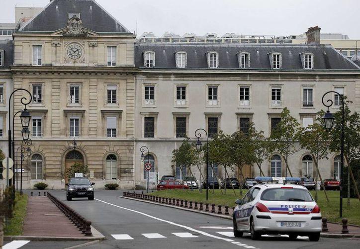 Vista de la entrada del hospital militar Begin, en Saint Mande, cerca de París, Francia, el pasado 16 de octubre, donde se atendió a una enfermera supuestamente infectada con el virus del ébola. (EFE/Archivo)
