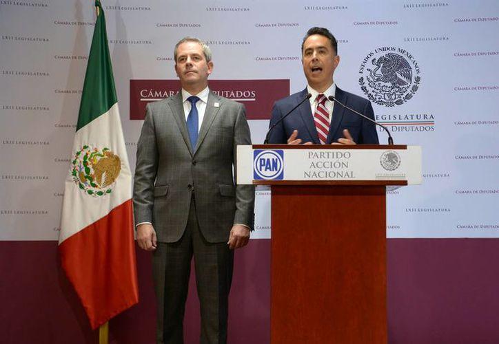 Los diputados Guillermo Anaya y Marcelo indicaron que la propuesta del PAN pide que los municipios no tengan más responsabilidades en seguridad pública. (diputadospan.mx)