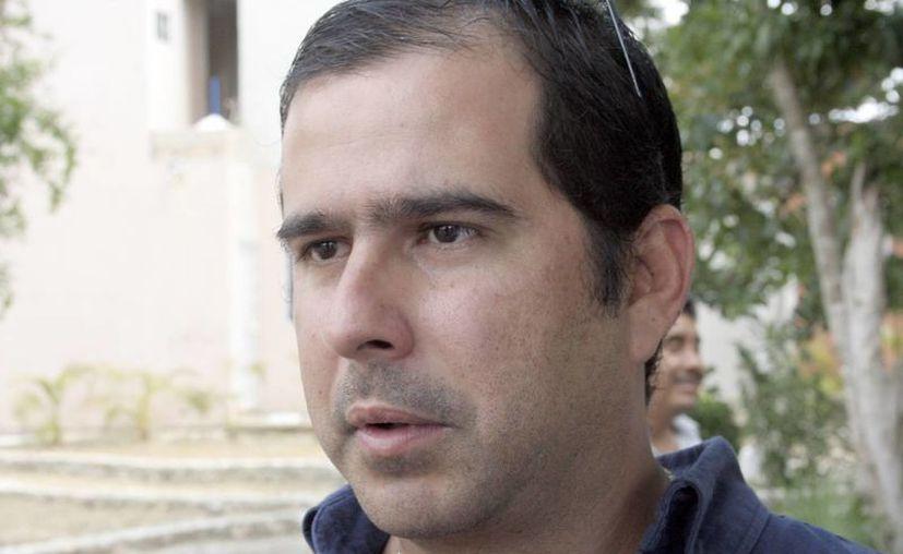 Jorge Carlos Aguilar Osorio anuncia registrarse como aspirante a un puesto de elección popular. (Tomás Álvarez/SIPSE)