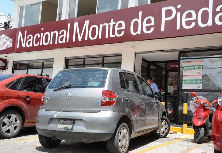 Las casas de empeño causan molestia en los usuarios por no respetar los términos del contrato. (Tomás Álvarez/SIPSE)