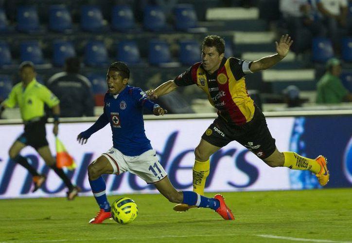 De nada le sirvió a Leones Negros de la U de G ganar el último juego de la campaña contra Cruz Azul, pues el empate de Puebla los hizo descender. (Notimex)