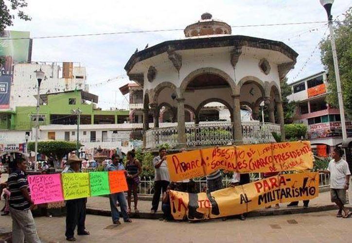 El ataque armado contra un camión en el que viajaba el equipo Los Avispones de Chilpancingo y otros hechos violentos han derivado en protestas en Guerrero. (pueblo-guerrero.com)