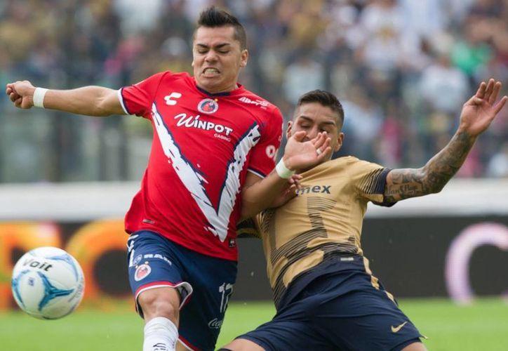 Acciones del duelo entre Pumas y Veracruz este domingo en el Estadio Olímpico de Ciudad Universitaria. (Notimex)