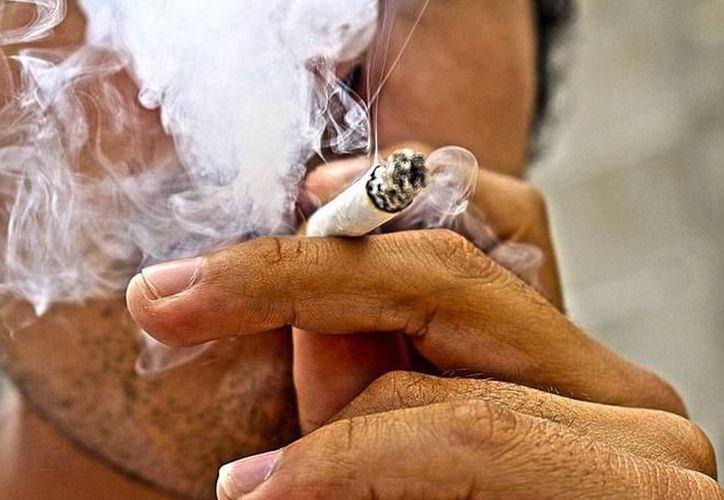 Suman 200 mil personas fumadoras en el estado. (Milenio Novedades)