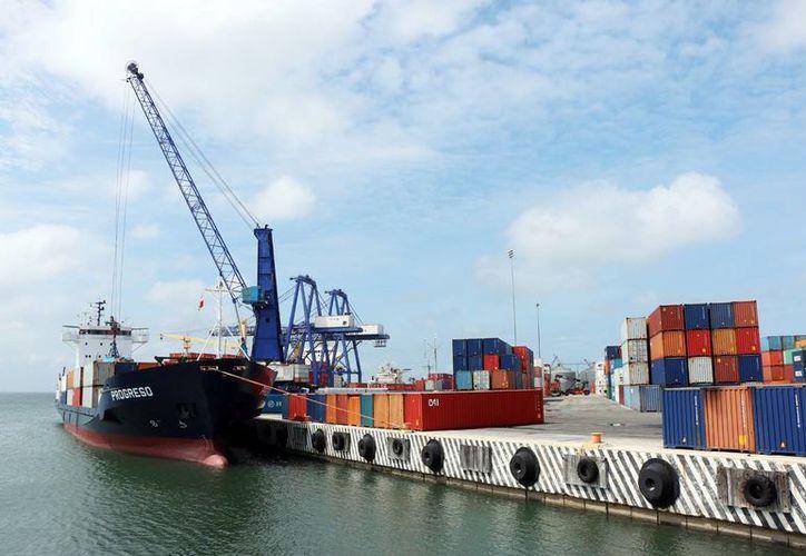 Puerto Progreso está bajo investigación de la Cofece ya que no ofrecería condiciones de competencia efectiva. (Archivo/ Milenio Novedades)