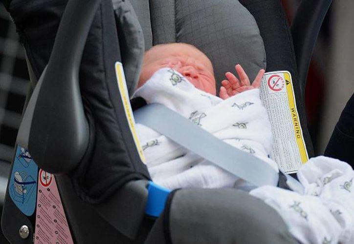 La bebé se encontraba en el asiento de un automóvil con una temperatura aproximada de 32 grados centígrados y con las ventanas cerradas. (Univisión)