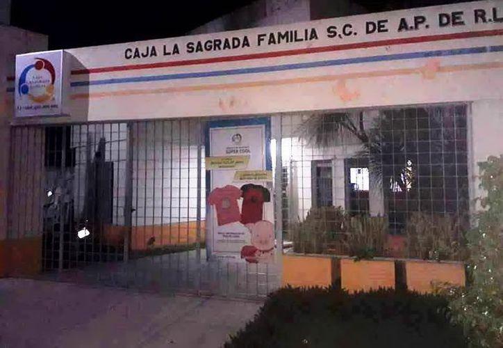 """El velador evitó el robo a la caja popular """"La Sagrada Familia"""" de Dzidzantún.   (Foto: Milenio Novedades)"""