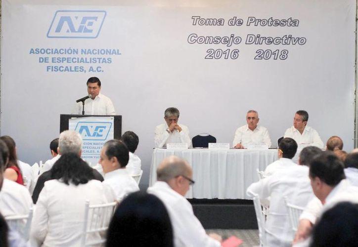 Jorge Enrique Pérez rindió protesta como dirigente de la Asociación Nacional de Especialistas Fiscales (ANAF). (Amílcar Rodríguez/Milenio Novedades).