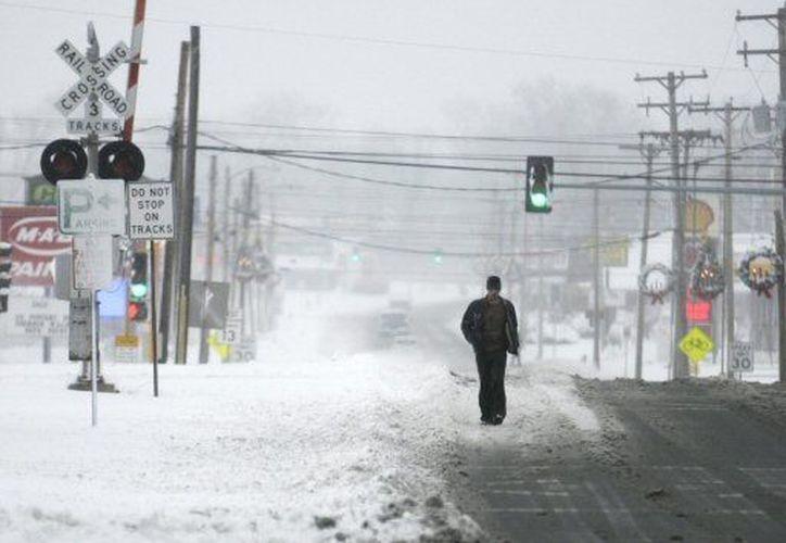 La densa nieve propicia accidentes viale en carreteras. (Agencias)